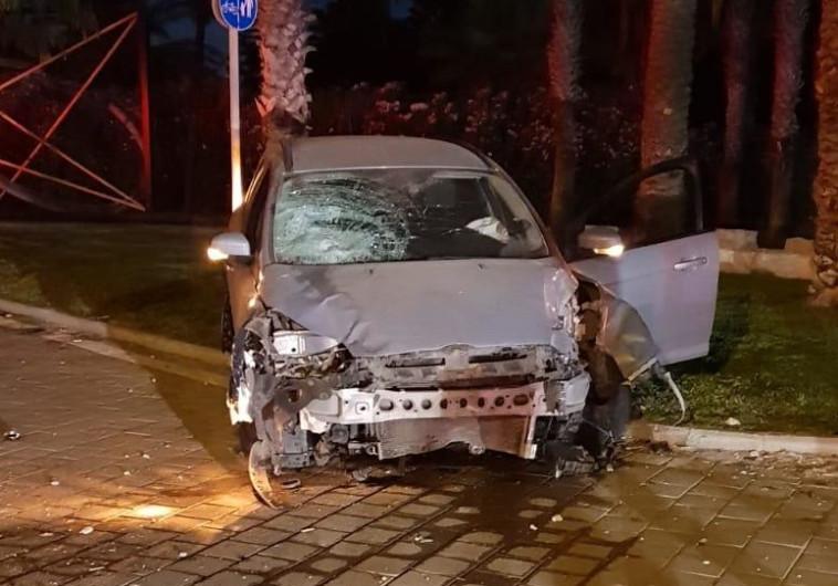 """הרכב הפוגע בתאונת הדרכים בה נהרג אילון. צילום: מד""""א"""