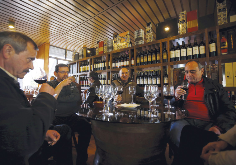 שותים יין בפורטוגל