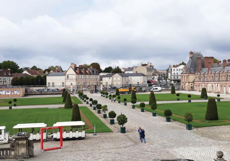 חצר המבוא לארמון פונטינבלו