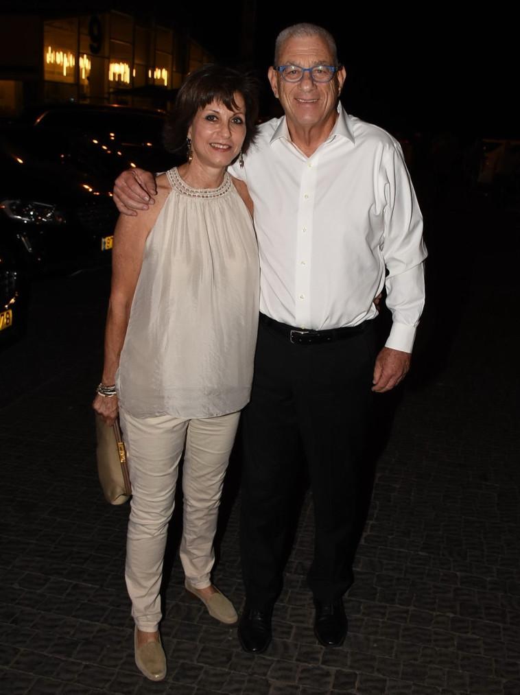 נחום פיינברג ובת הזוג