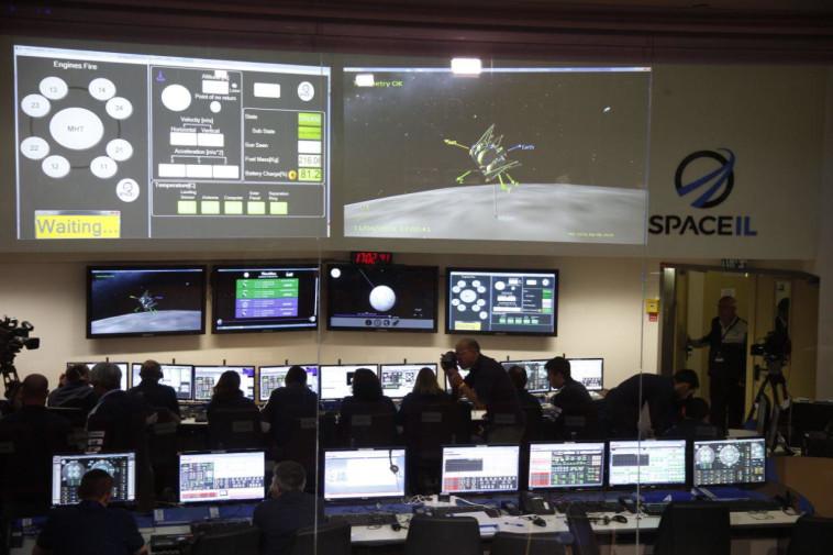 חדר הבקרה של SPACEIL. צילום: אבשלום ששוני