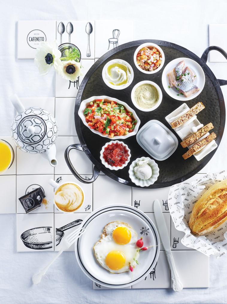 """ארוחת בוקר ב""""קפה נטו"""". צילום: יח""""צ"""
