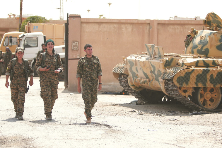 לוחמות ולוחמים כורדים בסוריה. צילום: רויטרס