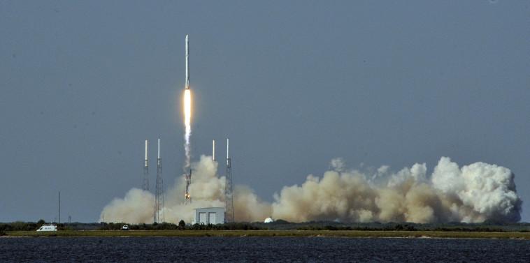 טיל פלקון 9. צילום: AFP