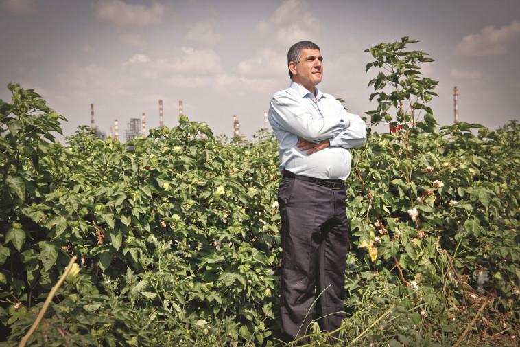 """""""מאות אלפים חיים בפחד. הגיע הזמן לקבל תשובות"""". ח''כ מזוז במפרץ חיפה. צילום: רענן כהן."""