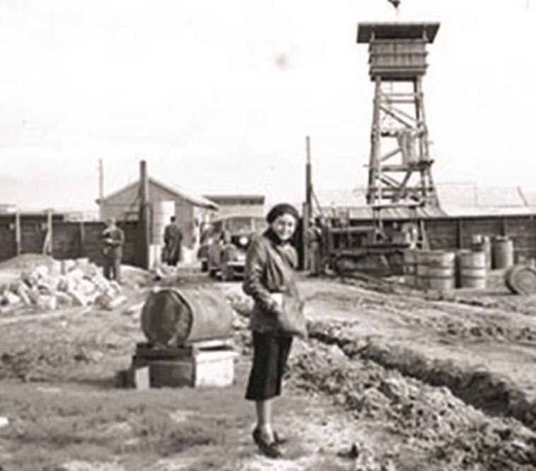 דורותי בר אדון בעת הקמת ישוב חומה ומגדל.. צילום: ארכיון דורון בר אדון
