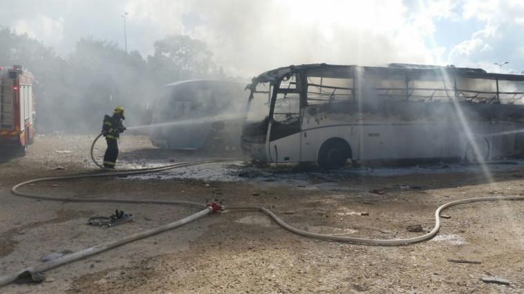 אוטובוסים שרופים בירושלים. צילום: אודי גל, דוברות כבאות והצלה ירושלים