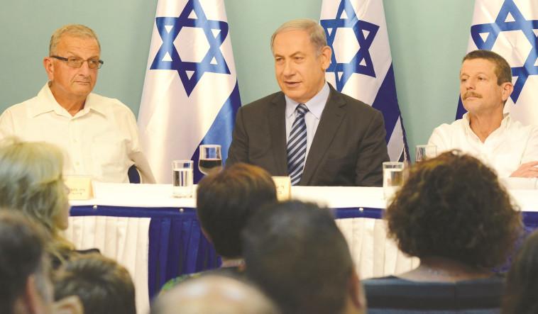 """למשלחת הישראלית לווינה לא צפויים חיים קלים - זאב שניר וד""""ר שאול חורב. צילום: חיים צח, לע""""מ"""