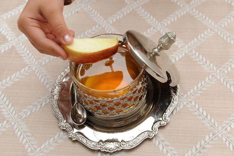 תפוח בדבש, ארכיון (צילום: מנדי הכטמן, פלאש 90)
