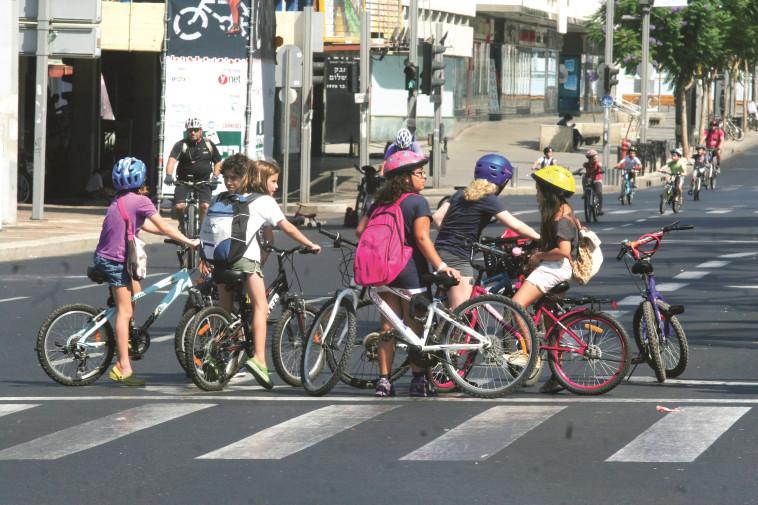 אופניים ביום כיפור. צילום: רוני שיצר, פלאש 90