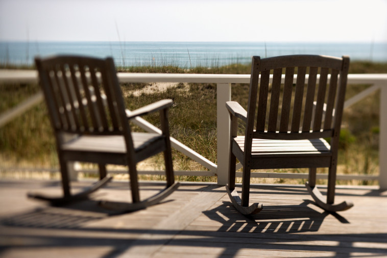 מרפסת מול חוף הים (צילום: אינגאימג)