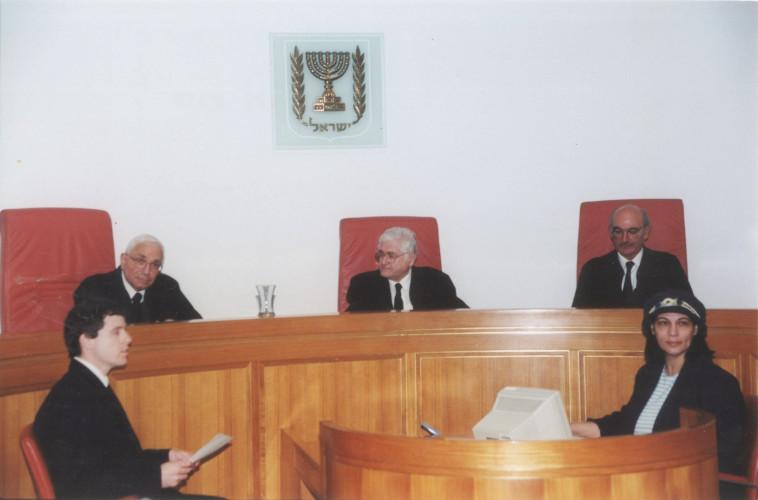 אליהו מצא (משמאל) במשפטו של דרעי. צילום: פלאש 90