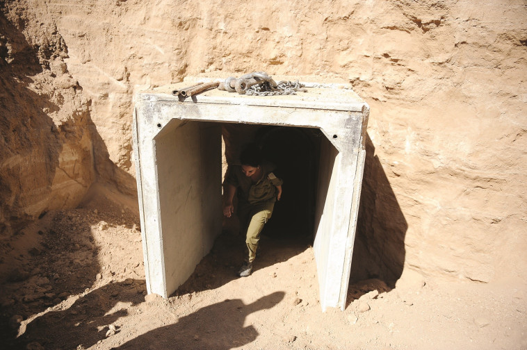פתח מנהרה בגבול רצועת עזה. צילום: פלאש 90