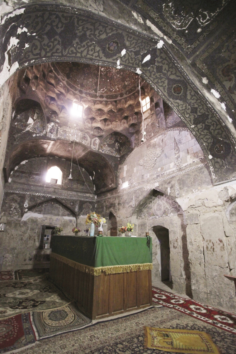 הפך למסגד. קבר הנביא יחזקאל בעיר כפל. צילום: רויטרס