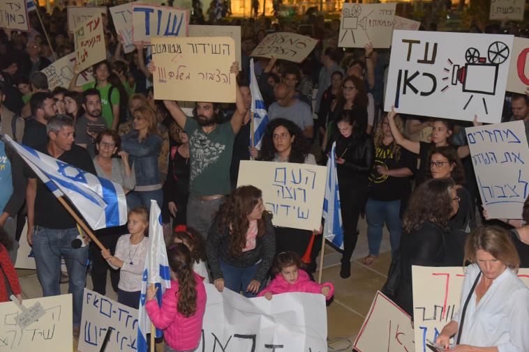 הפגנה נגד סגירת רשות השידור. צילום: אבשלום ששוני