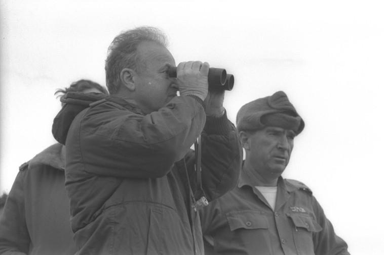 """ראש הממשלה יצחק רבין בקדנציה הראשונה. צילום: יעקב סער, לע""""מ"""