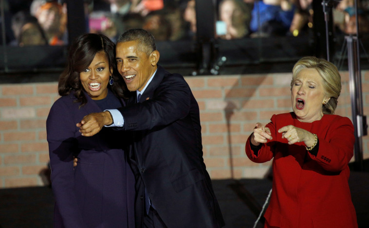 לאט שכחה להודות. קלינטון ובני הזוג אובמה. צילום: רויטרס