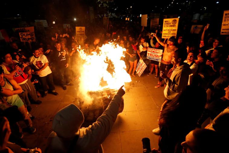 מפגינים בלוס אנג'לס. צילום: רויטרס