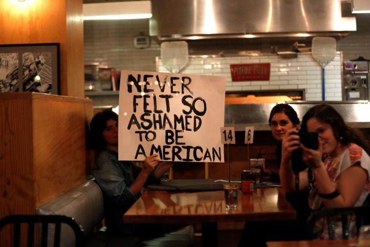 מפגינים נגד טראמפ בלוס אנג'לס. צילום: רויטרס