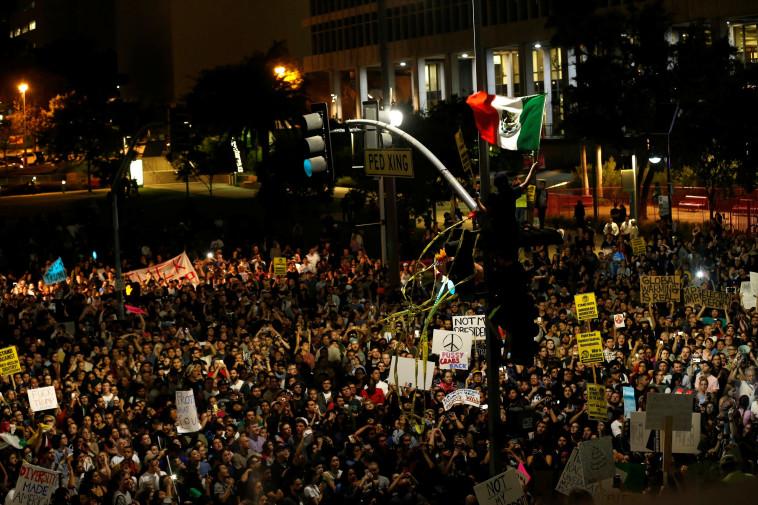 תמונות ששוות הכל. אלפים ברחובות לוס אנג'לס, צילום: רויטרס