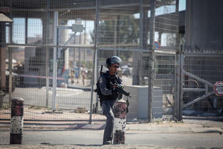 כוחות הביטחון במעבר קלנדיה, ארכיון. צילום: פלאש 90