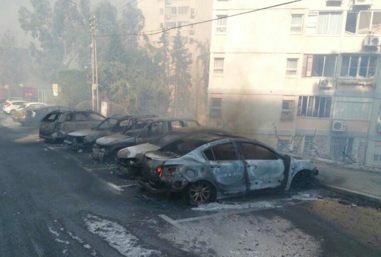 נזקי השריפה בחיפה. צילום: אבשלום ששוני