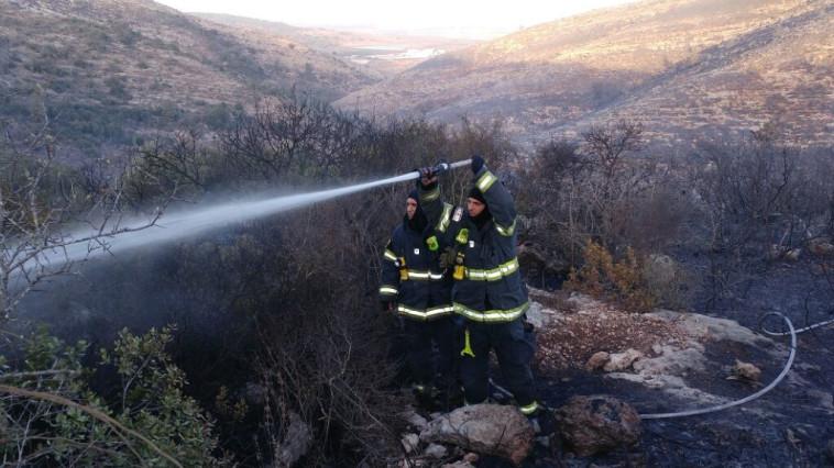 האש נבלמה, אבל עדיין לא בשליטה. השריפה בנטף. צילום: דוברות כבאות והצלה מחוז ירושלים