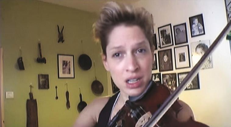 כלי הנגינה הראשון. קרני בכינור. צילום: מתוך יוטיוב