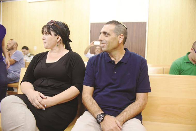 אופק בוכריס ורעייתו בבית המשפט, צילום: אבשלום ששוני