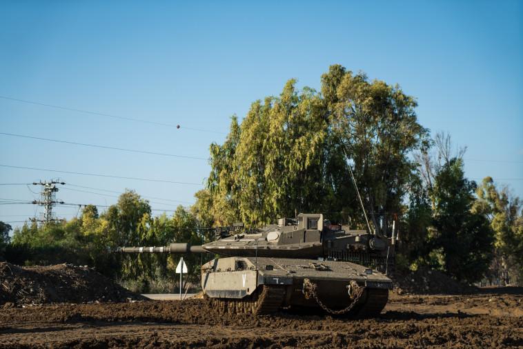 """טנק משתתף בתרגיל בגבול הרצועה. צילום: דובר צה""""ל"""