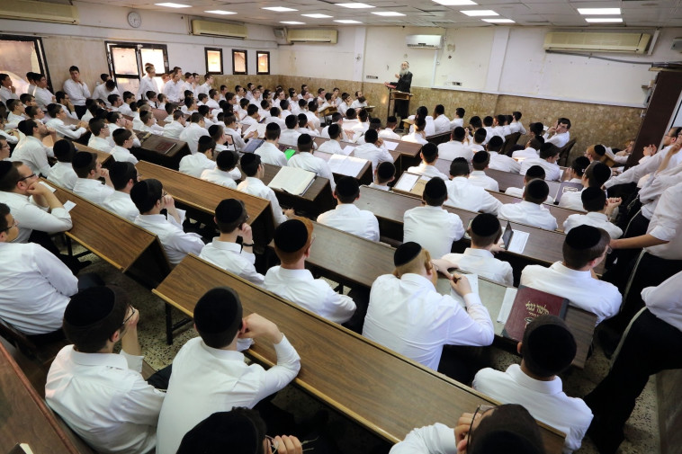 תלמידי ישיבה (צילום: פלאש 90)