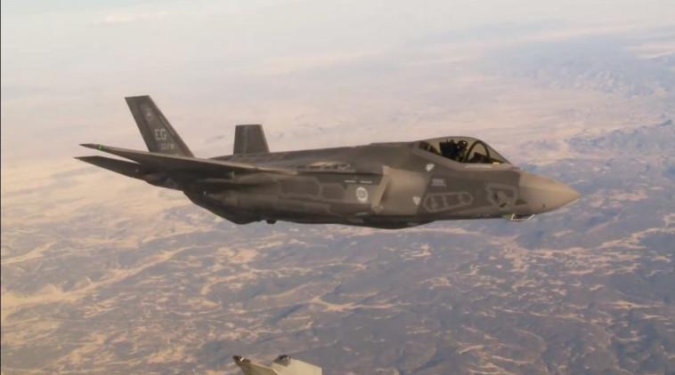 מטוס ה-F35 בדרכו לישראל (צילום: דובר צה''ל)