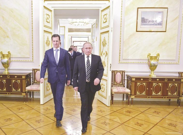 רוסיה מילאה את החלל החסר שהשאיר אובמה. ולדימיר פוטין ובשאר אל אסד, צילום: רויטרס