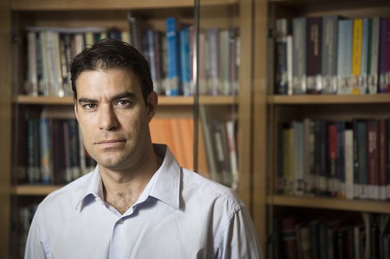 """ד""""ר עמיר פוקס. צילום: המכון הישראלי לדמוקרטיה"""