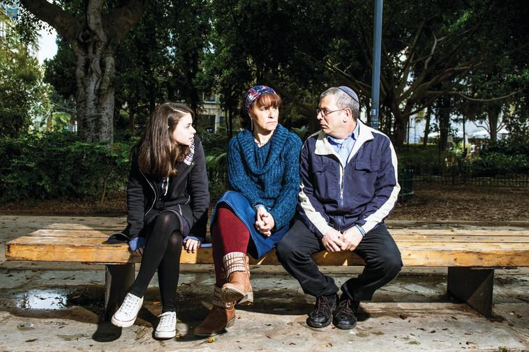 """""""הדבר הראשון ששאלתי היה 'האם היא חיה'"""". משפחת קריגמן. צילום: אסף קליגר"""