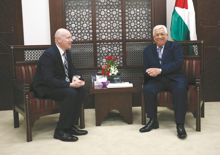 גרינבלט בפגישתו עם אבו מאזן. צילום: רויטרס