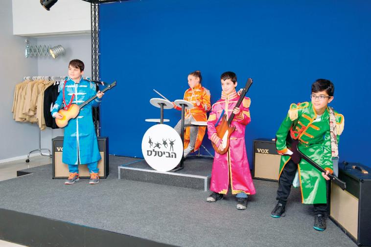 """תערוכת """"הביטלס - מסע הקסם המסתורי"""". להכיר לילדים את הלהקה המשפיעה בהיסטוריה. צילום: מושי גיטליס"""