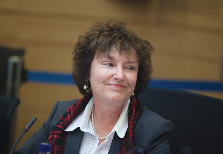 נגידת בנק ישראל קרנית פלוג. לטענתה יש לתמוך בחוק בשל העלייה בתוחלת החיים. צילום: פלאש 90