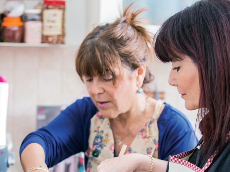 מבשלות טעמים מהבית. פסקל ורינה מצליח. צילום: איתי וכסמן