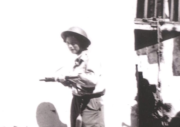 לוחמת ההגנה. צילום באדיבות: מוזיאון חצר היישוב הישן