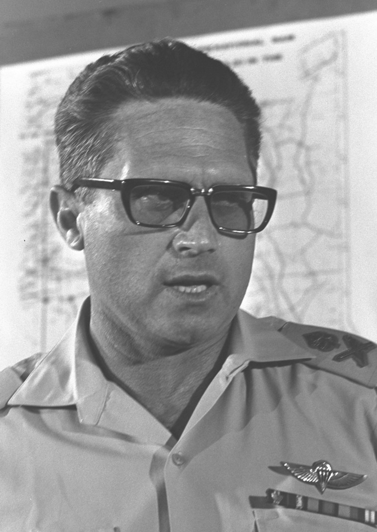 """אלוף אהרון יריב, לשעבר ראש אמ""""ן. צילומים: לע""""מ, ויקיפדיה"""