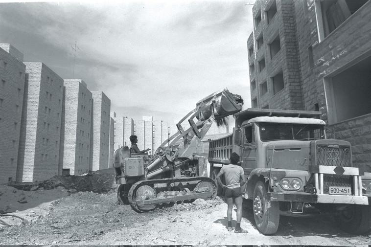 """בניית שכונה חדשה בגבעה הצרפתית. צילום: לע""""מ"""