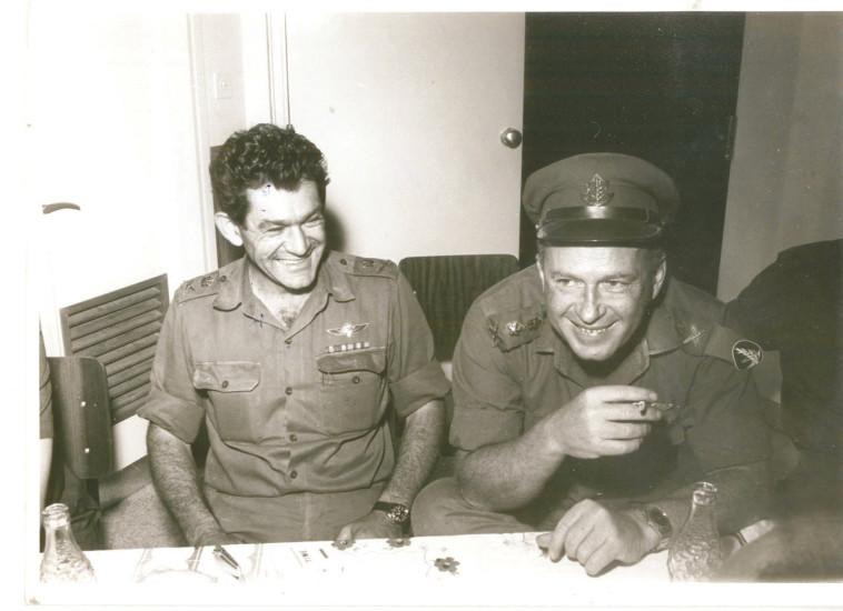 """חש תחושת אשם. יצחק רבין ודוד אלעזר, צילום: דובר צה""""ל"""