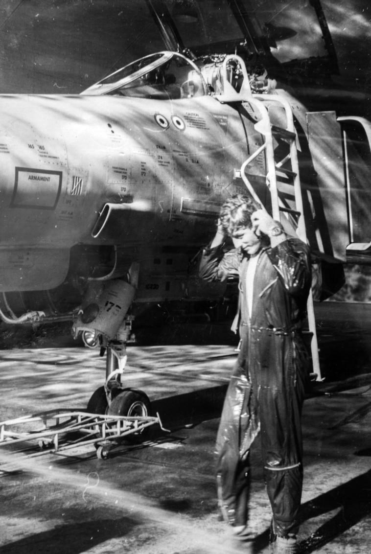 """""""להחלטה להיות קרבי יש קשר למאה שנות התלאות של משפחתי"""". יוסי שוב בטייסת. צילום רפרודוקציה: יוסי אלוני"""
