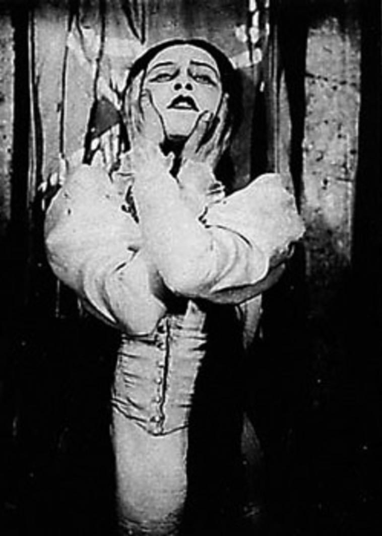 """רובינא ב""""הדיבוק"""". """"כשהגעתי לבית של וכטנגוב הרגשתי שהיא נמצאת שם איתי"""", אומר עצמון-וירצר. צילום: ויקיפדיה"""