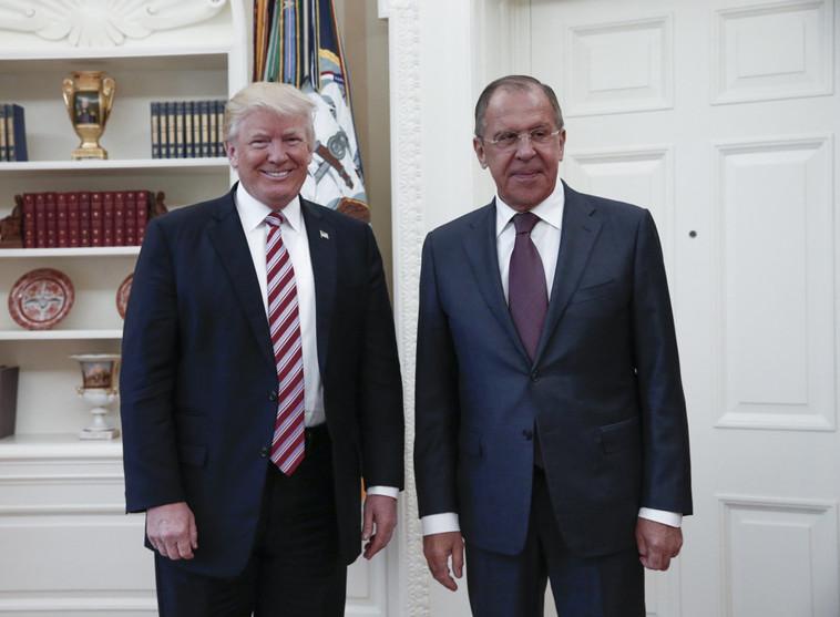 לברוב (מימין) וטראמפ (משמאל). עומדים בלבה של סערה תקשורתית חדשה. צילום: AFP