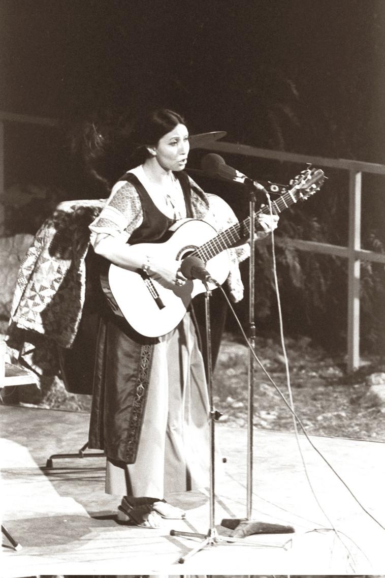 שולי נתן מבצעת את ''ירושלים של זהב'' ב-1967 (צילום: חנניה הרמן, לע''מ)