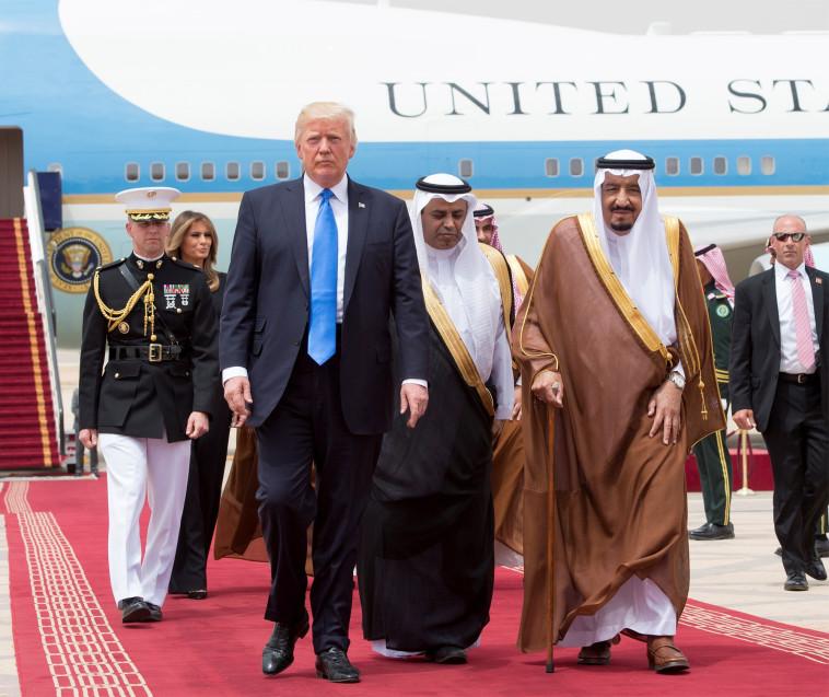 טראמפ בביקורו בערב הסעודית. צילום: רויטרס