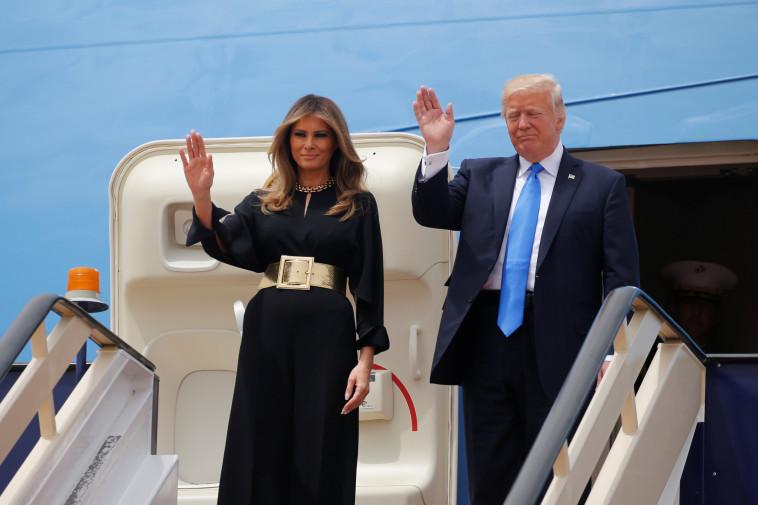 טראמפ ורעייתו מלניה  מגיעים לסעודיה. צילום: רויטרס
