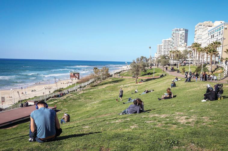 רצועת החוף בבת ים  (צילום: יצחק הררי, פלאש 90)